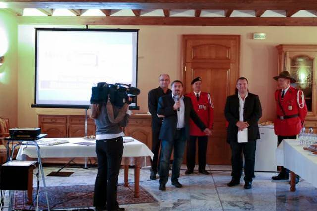 REMISE DE CHEQUE A L'ASSOCIATION AGIR ENSEMBLE